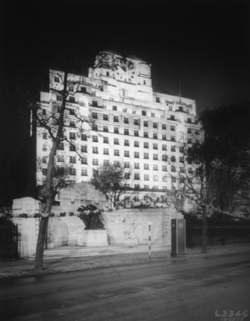 NAEST-074-04-1303-L3346-Shell-Mex-House-tower-and-war-memorial-May-1935